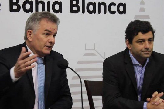 Álvarez Porte junto al intendente de Bahía Blanca, Héctor Gay.