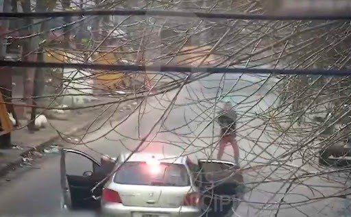 Los jubilados fueron asaltados este domingo frente a una cochera