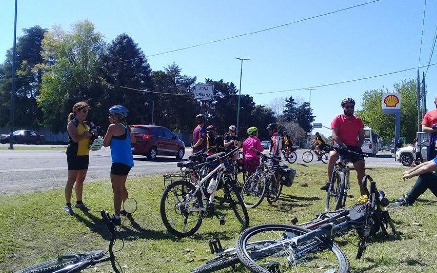 Ciclistas organizan una salida masiva para pedir seguridad tras una seguidilla de robos en La Plata