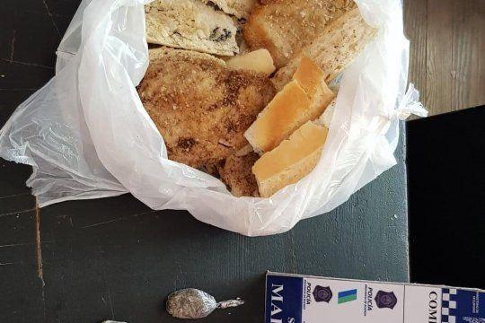 Penitenciarios hallaron cinco bolsitas con marihuana entre panes caseros