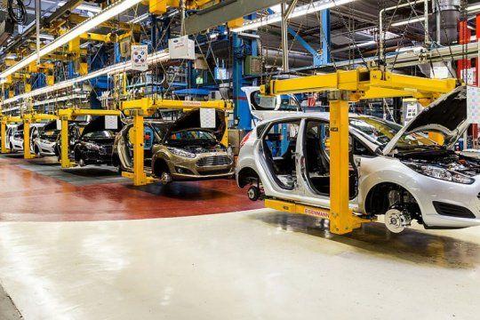 sector automotriz en picada: la produccion y las exportaciones se contrajeron mas del 30% en agosto