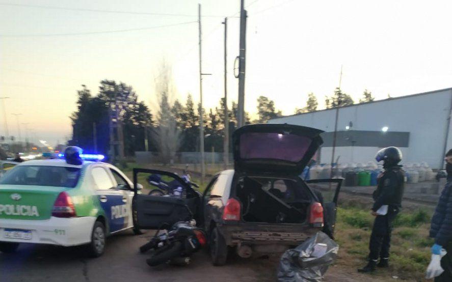 Robaron un kiosco, chocaron a dos patrulleros y se tirotearon con policías