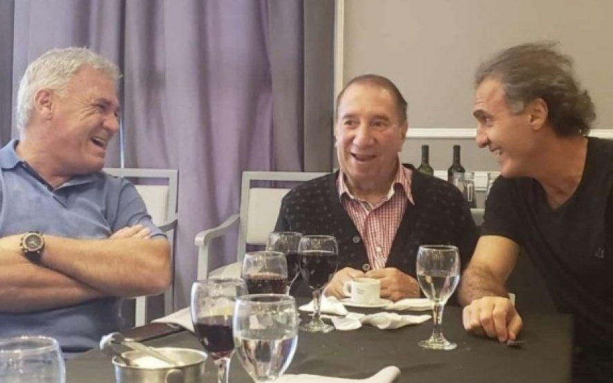 Buenas noticias: Carlos Bilardo sigue mejorando y se reunió con los campeones del ´86