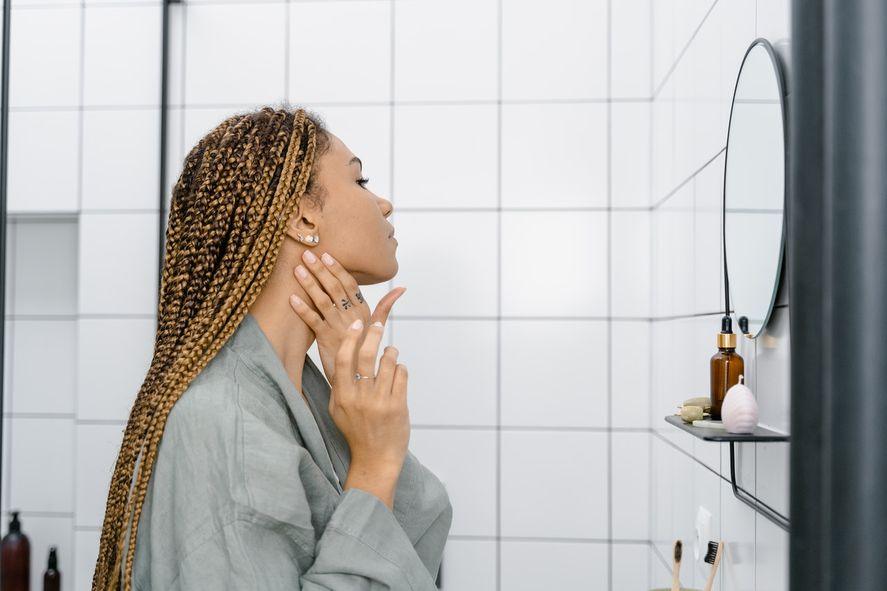 La dismorfia corporal es un trastorno en el que las personas que lo padecen se enfocan intensamente en su apariencia e imagen corporal.
