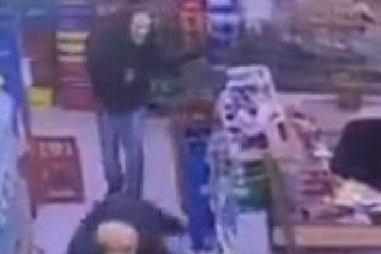zarate: cayeron los presuntos asaltantes que usaron ?mascaras de scary movie para robar en un superchino