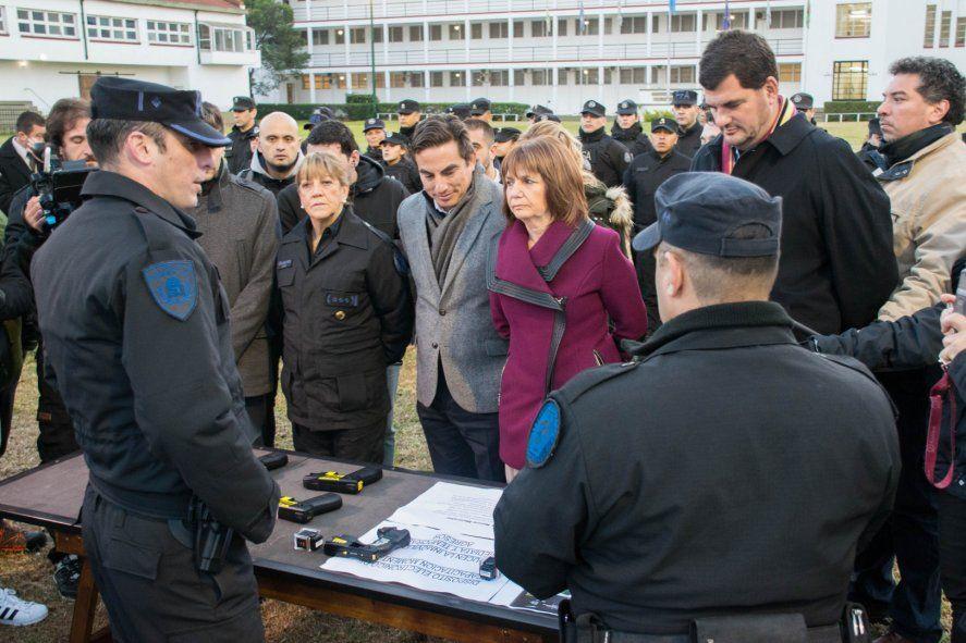 La ex ministra de Seguridad nacional, Patricia Bullrich, había comprado 100 pistolas Taser para la Policía Federal y la Policía Aeroportuaria.