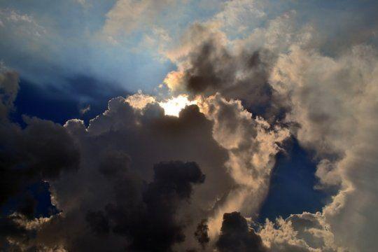 nubes, sol, lluvia y maximas primaverales: asi va a estar el tiempo en la provincia esta semana