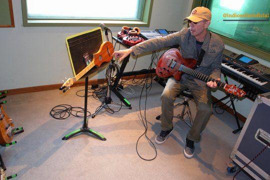 Indio Solari en Luzbola, su estudio de grabación.