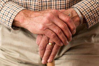 El Ministerio de Salud bonaerense actualizó el protocolo para visitas a hogares de adultos mayores