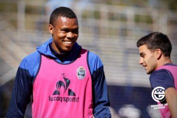 Mancilla le presta atención a Laso y a Rosario por la Copa
