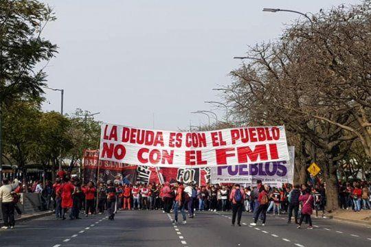 movimientos sociales de izquierda protestan contra la suba de combustibles y marchan a ypf