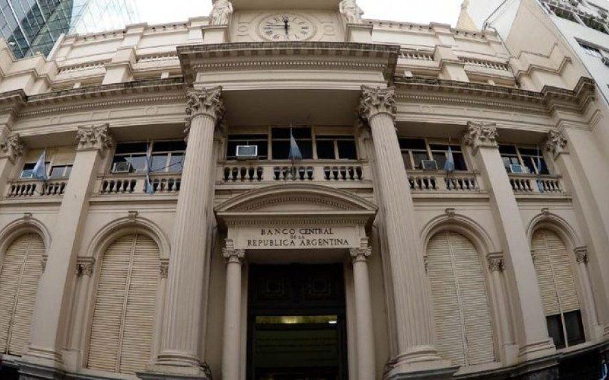 El Banco Central frenó la disparada del dólar que cerró la semana a $42,27