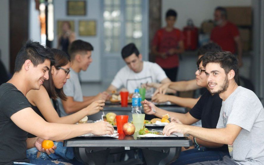 Con menú para celíacos y tickets a 30 pesos, reabre sus puertas el Comedor Universitario de La Plata