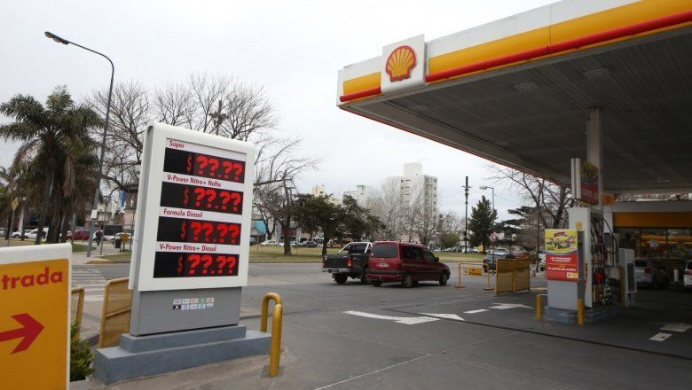 El gobierno desdobló la suba del impuesto a los combustibles para moderar el incremento de precios