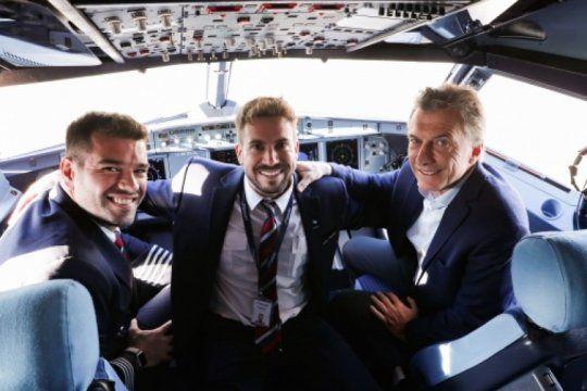 antes de la reunion de gabinete, macri asistio al primer vuelo de jetsmart