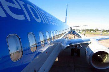 Restringen más vuelos internacionales para evitar contagios