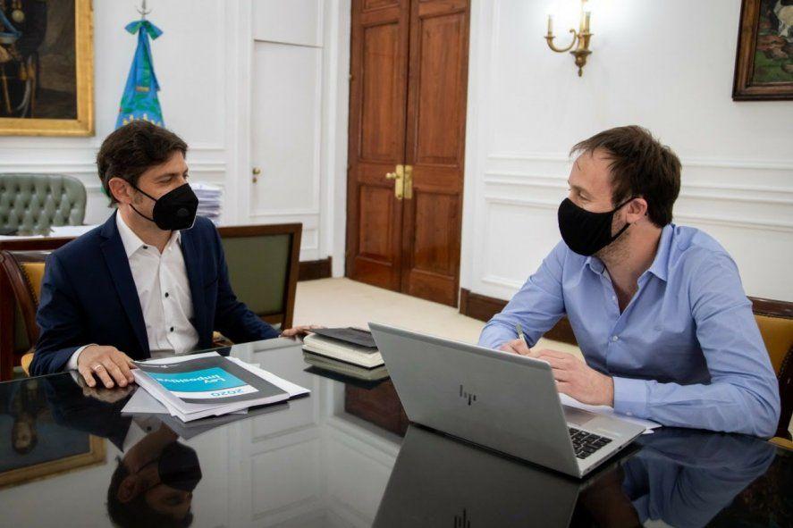 El gobernador Axel Kicillof y el ministro de Economía
