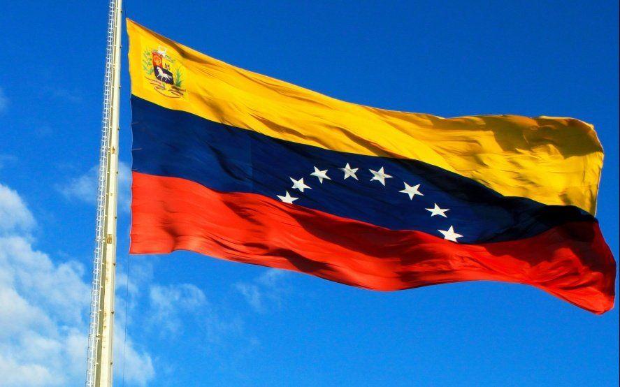 """Polémica entre Finocchiaro y un intendente K por una invitación a """"defender la democracia venezolana"""""""