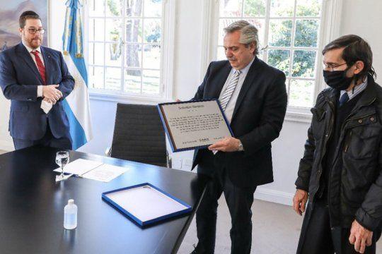 el presidente recibio a la familia de la victima mas joven del atentado a la amia
