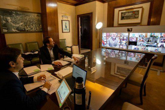 la provincia empezo a distribuir 3 mil millones de pesos para asistir a los municipios
