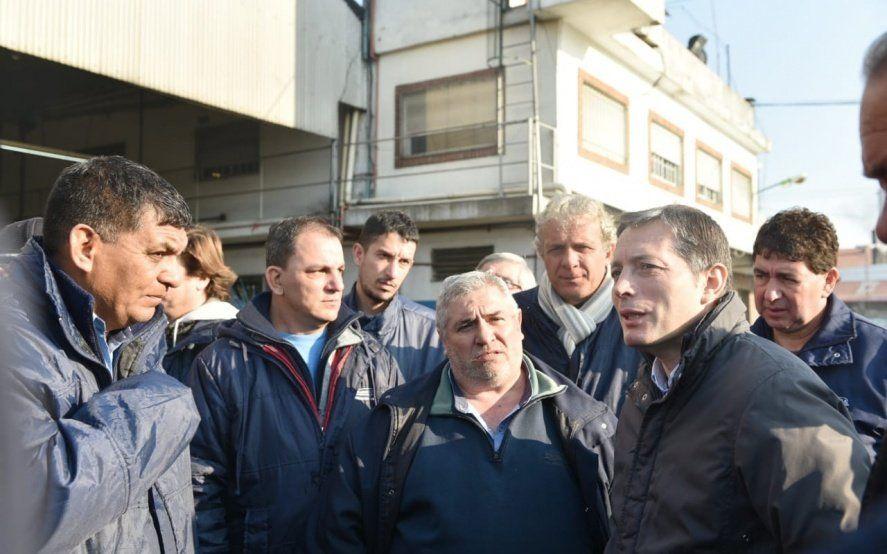 Gray dejó plantado a Macri y aprovechó para mostrar las fábricas cerradas del distrito