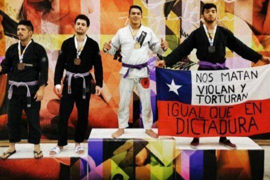 medalla y reclamo: un dolorense es campeon nacional de ju jitsu y su foto se viralizo por la protesta de un competidor chileno