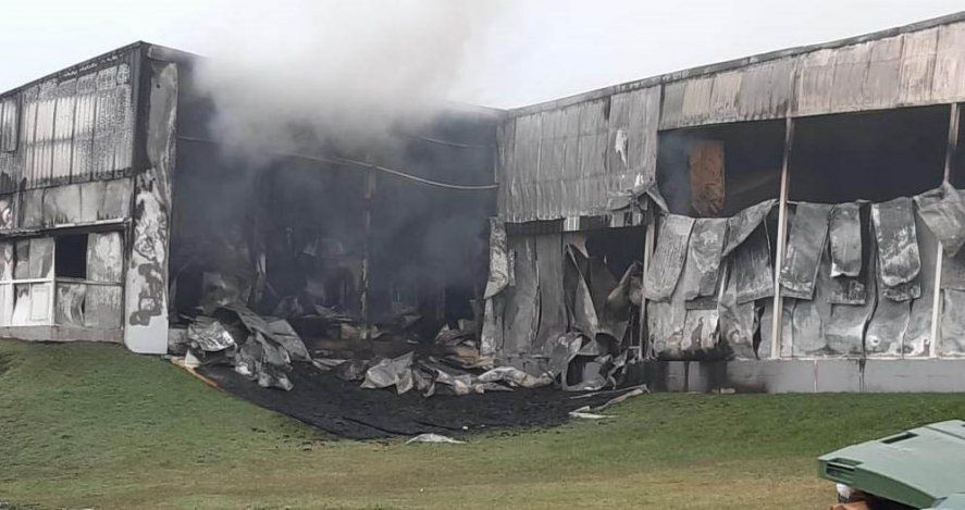 Tandil: un incendio destruyó una planta de chacinados de la empresa Cagnoli