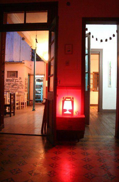 Cest La Vie: La solución que encontró el bar es simple y accesible para la mayoría de los que concurrieron durante años. Les proponen hacer un préstamo de 200 pesos y la sala se los devuelve cuando reabra sus puertas al público.