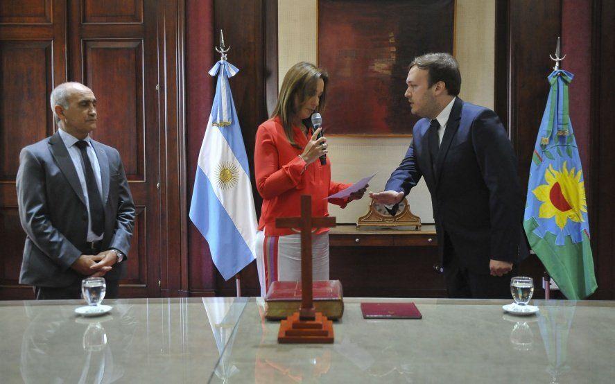 Tras meses de acefalía, Vidal tomó juramento al nuevo Secretario de Legal y Técnica