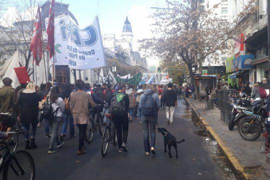 marchan en la plata para pedir justicia por las victimas de la masacre de monte