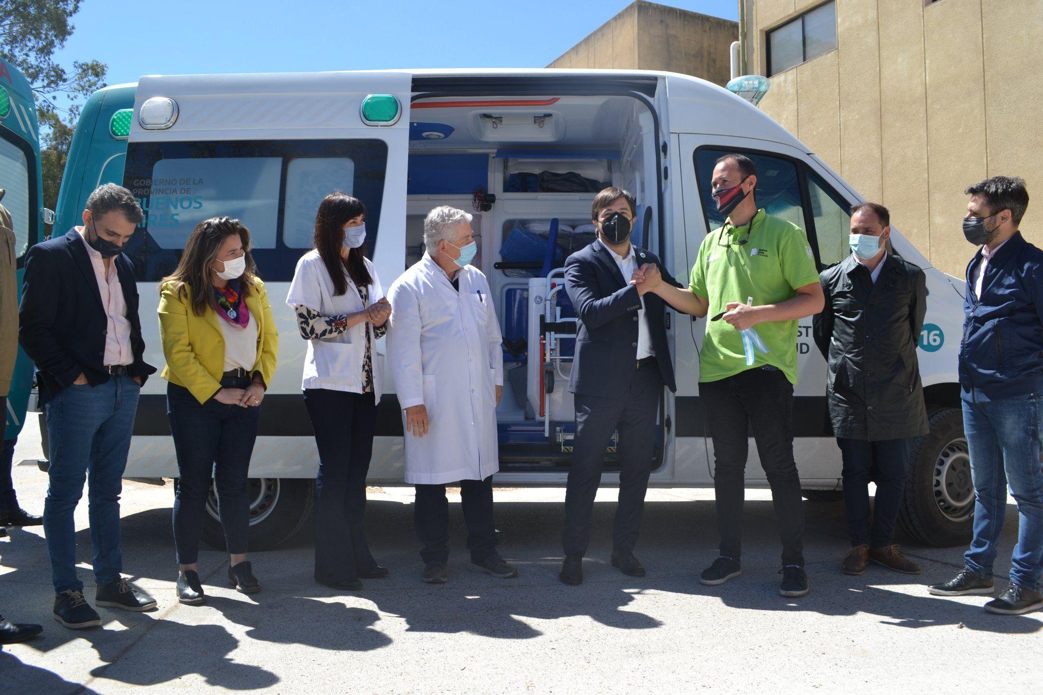 operativo ambulancia: con guino a los intendentes, provincia repartio unidades en los municipios