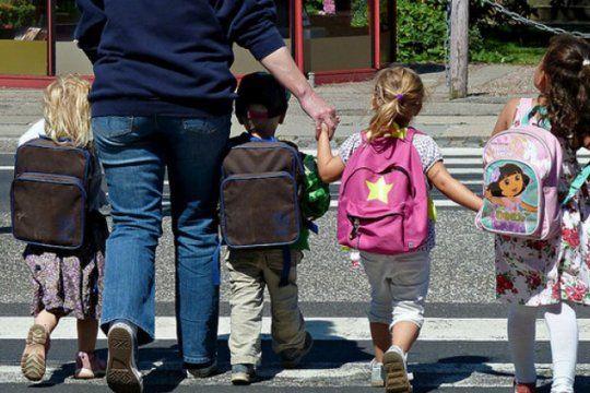 ¡volvio el trueque!: conoce la nueva plataforma que te permite intercambiar utiles escolares y ahorrar hasta un 70%