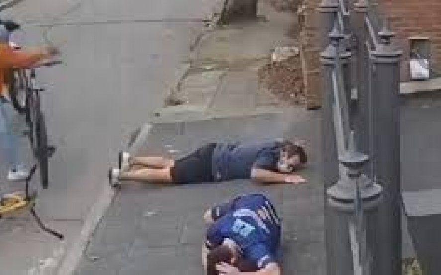 Impactante ataque de motochorros a un hombre y a su hijo en Adrogué