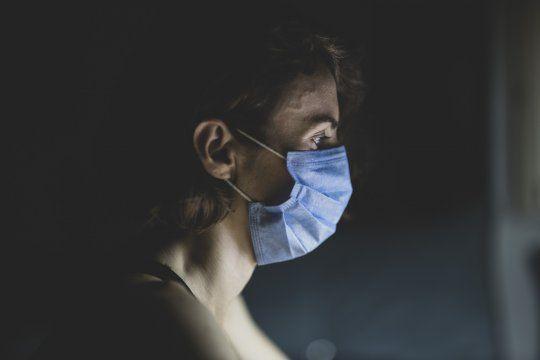 Fatiga, dificultad para respirar, ansiedad, depresión y trastornos de estrés postraumático son algunos de los síntomas que manifestaron quienes se recuperaron de coronavirus.