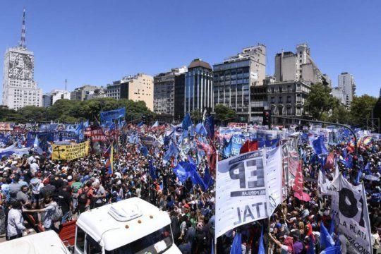 no solo los mercados: sindicatos, pymes y movimientos sociales rechazan los anuncios de macri