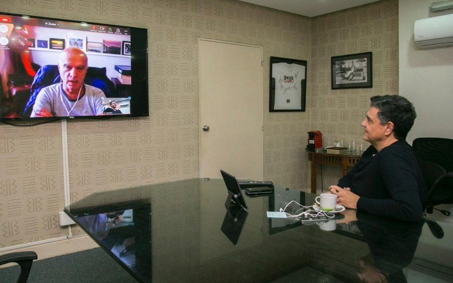 Macri y Grindetti conversan por videollamada. Los dos tomaron medidas para aumentar la recaudación