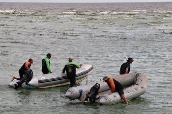 Los tres prefectos salieron en un kayak. Uno volvió nadando y otro fue rescatado