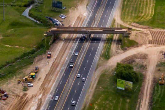 cierran el ingreso a la plata desde la autopista por la construccion de un puente