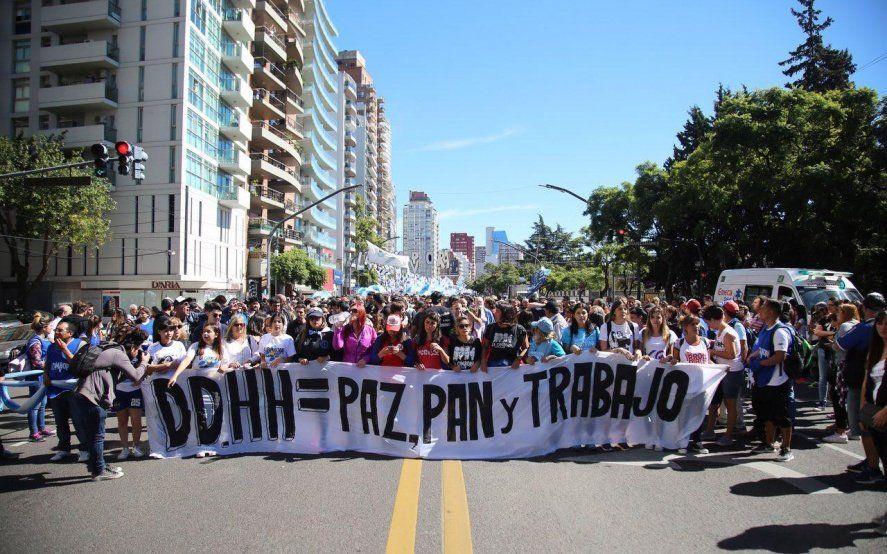 En vivo: Organizaciones sociales y de derechos humanos marchan a la Plaza de Mayo a 43 años del último golpe de Estado