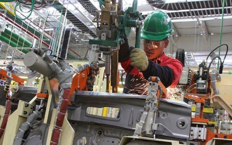 """El PBI cayó un 5,8% en el primer trimestre del año y aseguran que """"la recesión encontró su piso"""""""