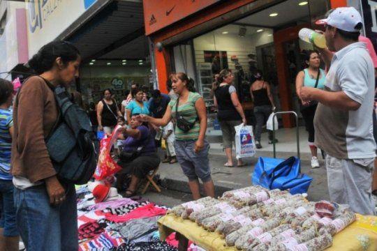 durante julio, la venta callejera bajo en capital federal pero subio en el gran buenos aires