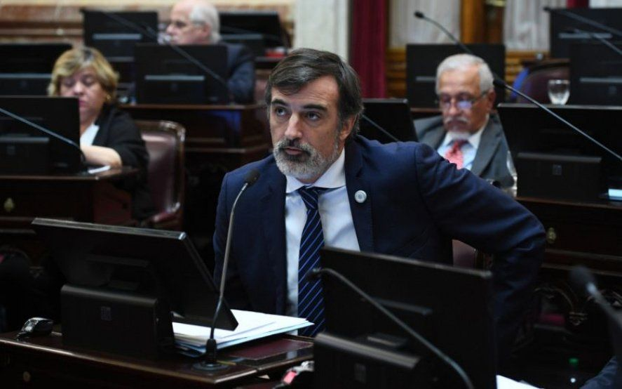 """Esteban Bullrich propone un """"fondo solidario"""" reduciéndole el sueldo a los estatales"""