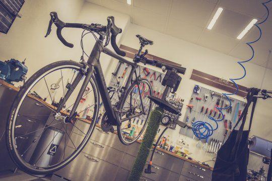 Hay descuento y cuotas sin interés en bicicleterías (Foto: Alexander Dummer en Pexels)