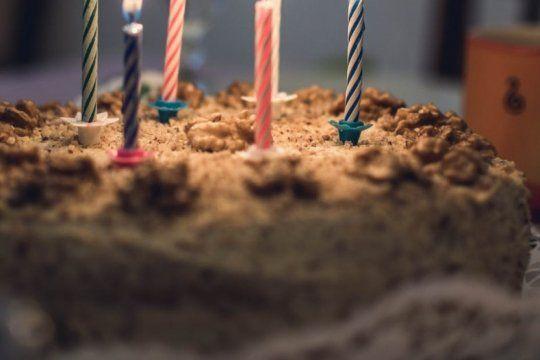 festejo sus 5 anos y fueron solo seis companeritos: el descargo de su tia y la solidaridad en las redes