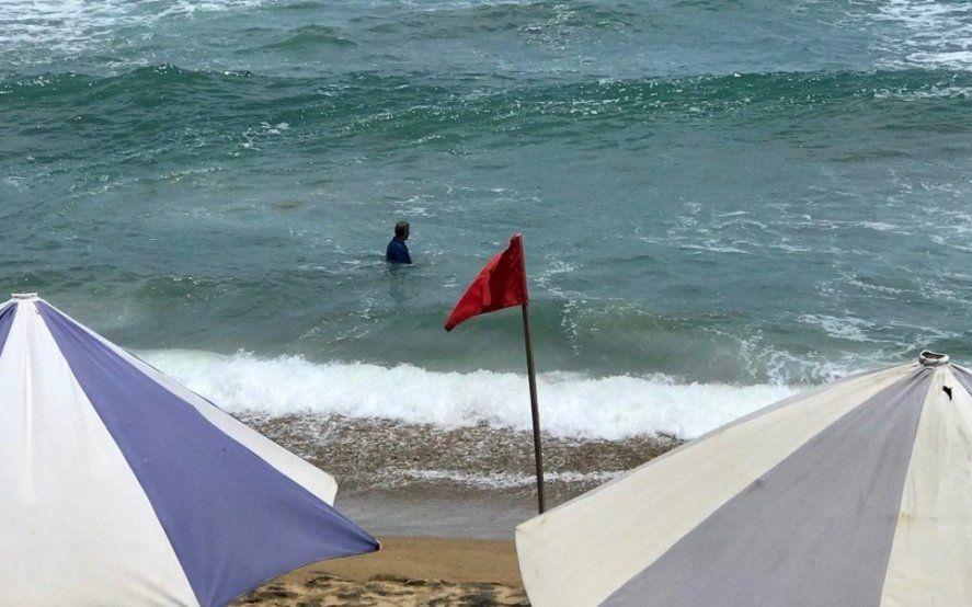 Descuidos, chupones y un mar traicionero: consejos para evitar tragedias en el agua