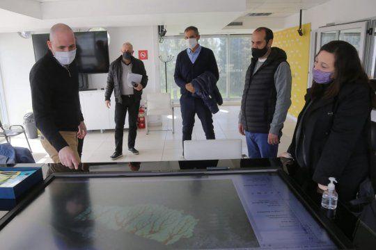 Funcionarios municipales y representantes de EDELAP mantuvieron una nueva mesa de trabajo en la sede del Comité Operativo de Emergencias Municipal (COEM).