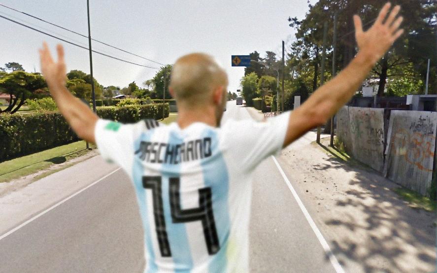 Las promesas se cumplen: un fanático hizo 20.000 pasos por Javier Mascherano
