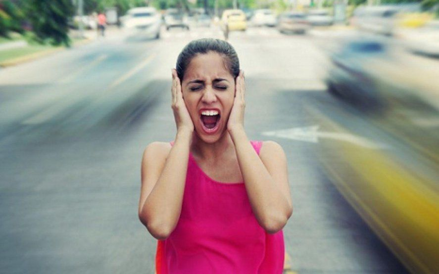 Contaminación sonora: la importancia de prevenir y tratar a tiempo sus efectos en la audición