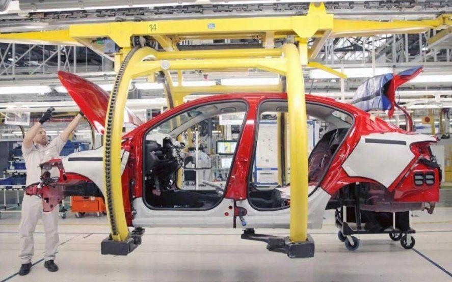 Se profundiza la crisis en el sector automotriz, ahora Volkswagen suspenderá 400 operarios