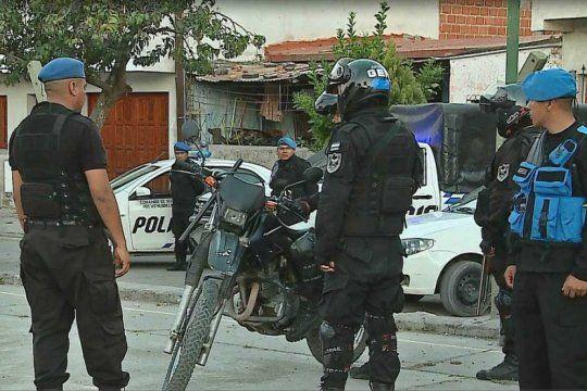 sin control: atacan a un fiscal de san isidro y a un grupo de policias durante un allanamiento